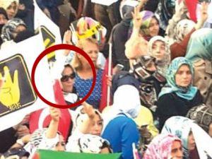 Başbakan'ın kızı ve torunu da o mitinge katıldı