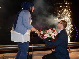 Gazeteciden sıradışı evlilik teklifi