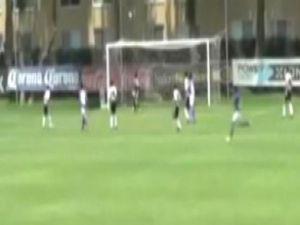 13 yaşındaki futbolcudan süper gol - VİDEO