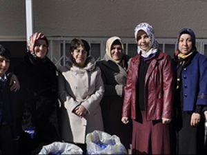 Ak Parti'li Kadınlardan Engellilere mavi Kapak Desteği