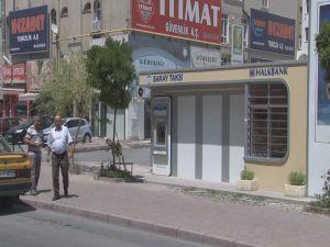 KAYSERİ'DE BANKA GÖRÜNÜMLÜ TAKSİ DURAKLARI İLGİ ODAĞI OLDU