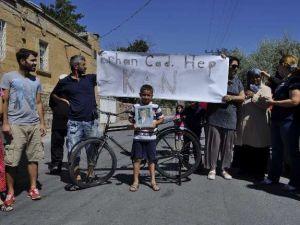 Dedesi Ölen Küçük Çocuk Talas'ta Trafiği Kapattı-Video