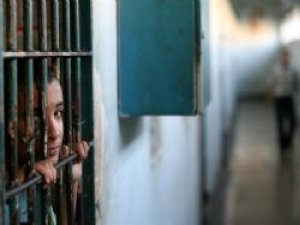 İsrail, Filistinli mahkumları serbest bırakmaya devam ediyor