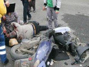 iki motosikletin karıştığı kaza kameralara böyle yansıdı
