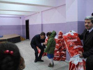 Kocasinan Kaymakamlığı  fakir ve muhtaçlara yardım eli uzattı