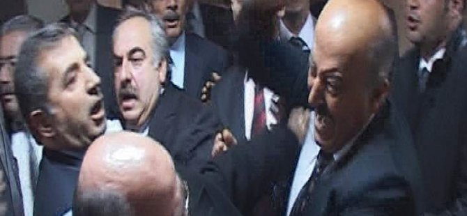Kayseri İl Genel Meclisi'nde AK Partili ve MHP'li üyeler yumruklaştı-Video