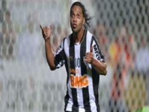 Ronaldinho bir kez daha karavana!