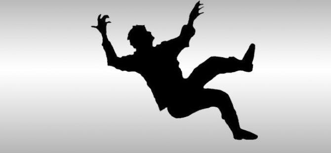 Karpuzatan'da Çatıdan Düşen Şahıs Hayatını Kaybetti