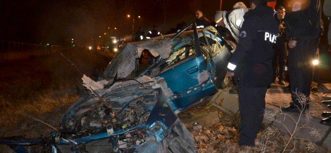 Kayseri'de ağaca çarpan otomobil 2 ölü 1 ağır yaralı