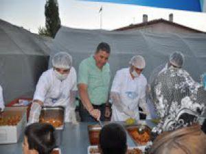 KAYSERİ TİCARET BORSASI İFTAR ÇADIRINDA 1000 KİŞİYE YEMEK VERDİ