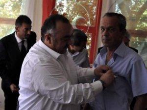 Kayseri MHP'ye Katılan 746 kişiye rozet taktı