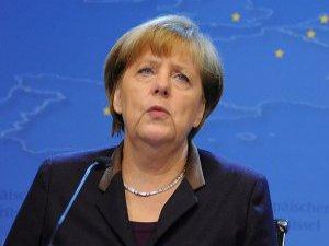 Alman Merkel Ukraynalı Eylemcileri Tebrik Etti
