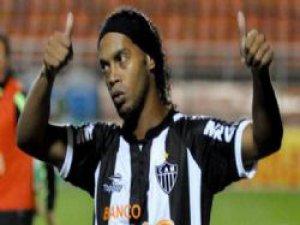 Ünlü Yıldız Ronaldinho imzayı attı!