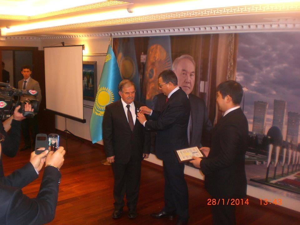 PROF. DR.YUVALI'YA KAZAKİSTAN-TÜRKİYE DOSTLUK VE İŞBİRLİĞİ MADALYASI VERİLDİ