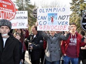 SOÇİ KIŞ OLİMPİYATLARI PROTESTO EDİLDİ
