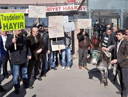 CHP Önünde Eşekli Aday Protestosu