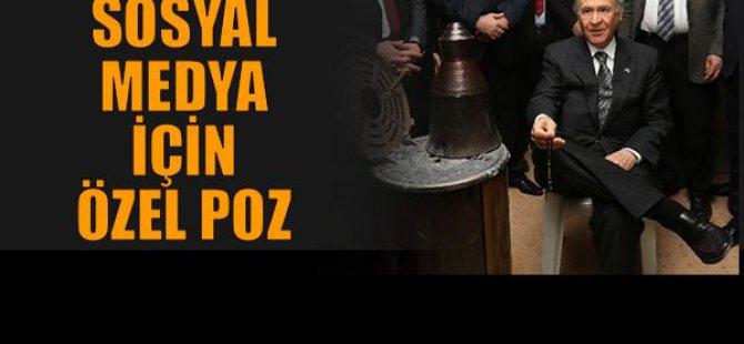MHP Lideri Devlet Bahçeli soba başında sosyal medya için poz verdi