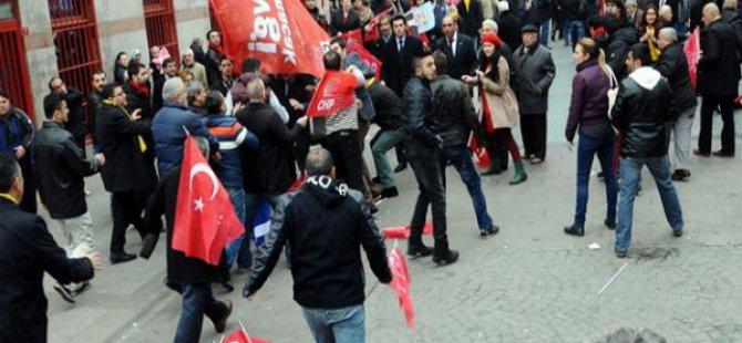 CHP'liler ve AK Partililer tekme tokat kavga etti