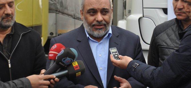 Kayseri'den Suriye'ye giden yardım TIR'larını uğurlamak üzere gelen İHH Başkanı Yıldırım