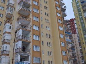 4 çocuğunu öldürdükten sonra 13. kattan atlayarak intihar etti