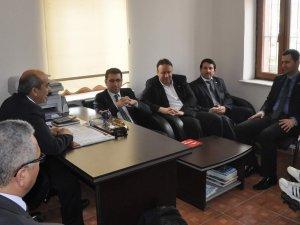 SP'Lİ ADAYLAR ANADOLU SAKATLAR DERNEĞİ VE HALK OTOBÜSÇÜLERİ ODASINI ZİYARET ETTİ