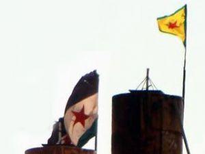 Suriye sınırına PYD bayrağı asıldı