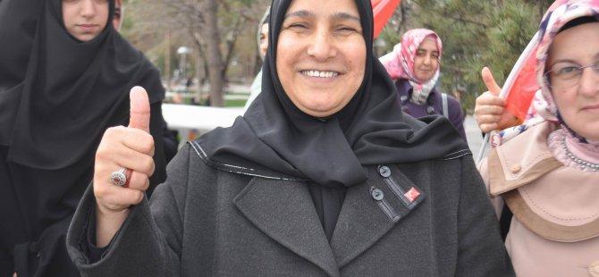Saadet Partisi Kayseri Kadın Kolları Başkanı Güzin Yiğit