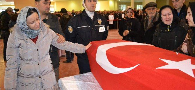 KAYSERİ'DE POLİS MEMURLARINA TÖRENDE GÖZYAŞLARI SEL OLDU AKTI