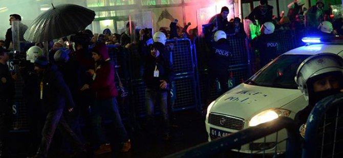 Maç Bitti, Çatışma Bitmedi!.. Taraftarlar Polisle Çatışıyor