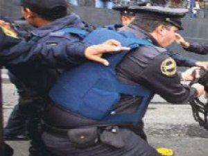 Polisler Rüşvet Alan Amirlerinin Ağzını Burnunu Kırdı