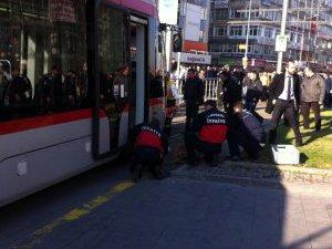 65 Yaşındaki yaşlı kadın Tramvayın altında kaldı hayatını kaybetti