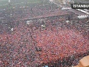 Yenikapı'da 2 milyondan fazla insan Başbakan Erdoğan'a destek için geldi