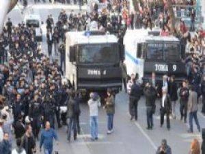 Ankara'da YSK önünde gerilim artıyor