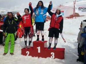 Buket Çetinkaya Slalom branşında Türkiye 3'üncülüğü elde etti