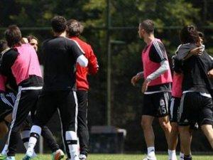 Beşiktaşlı Futbolcular Uğur ile Veli Yumruk Yumruğa Kavga Etti-Video