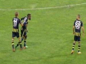 Fenerbahçeli Oyuncular Birbirine Düştü