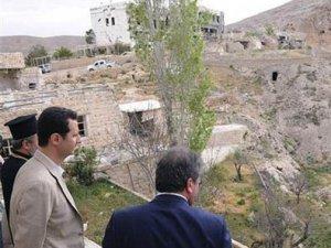 Esad Hıristiyan kasabasında Paskalya kutladı