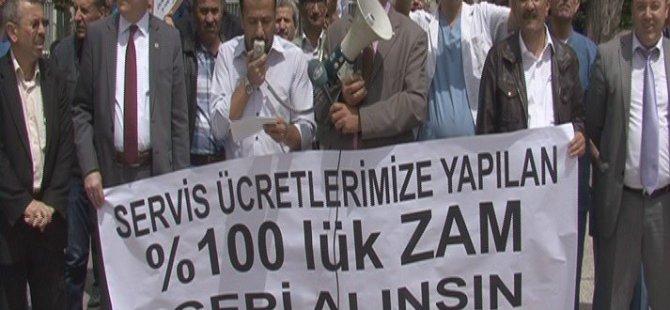 ERCİYES ÜNİVERSİTESİ'NDE SERVİS ÜCRETLERİNE ZAM PROTESTOSU