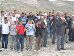 Oymaağaç köyü sakinleri yağmur duasına çıktı