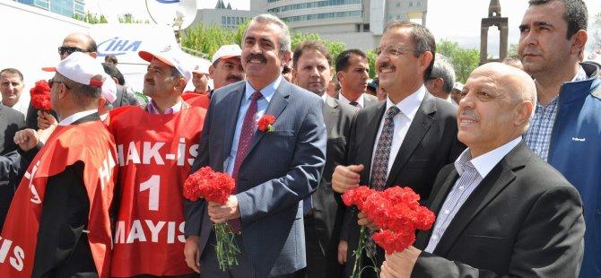 HAK-İŞ 1 MAYIS'I KAYSERİ'DE KUTLUYOR