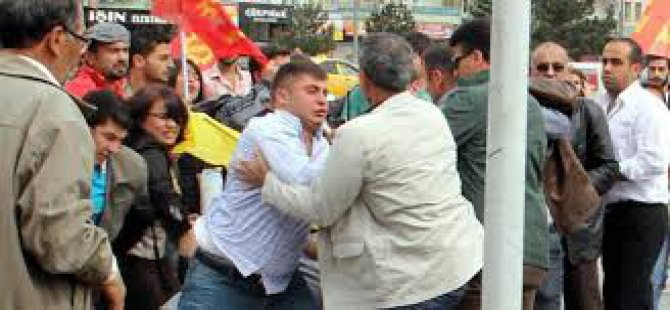 Kayseri'de Emek Partisi'ne bir grup saldırdı