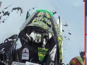 Kar motoruyla 30 metreden atladı!VİDEO