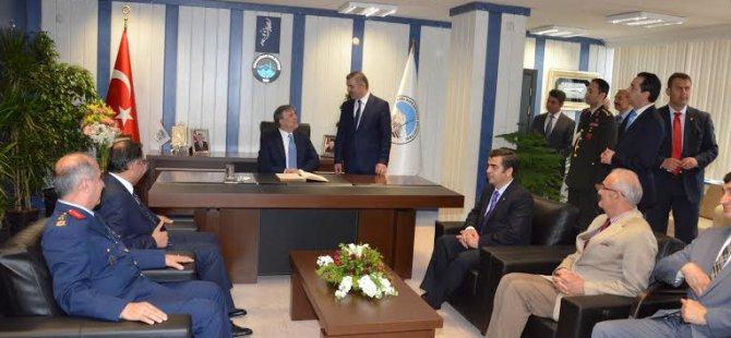 Gül,Kocasinan Belediye  Başkanı Mustafa Çelik'e hayırlı olsun ziyaretinde bulundu