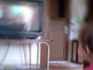 Osmanlı mahalesi'nde üzerine televizyon düşen çocuk