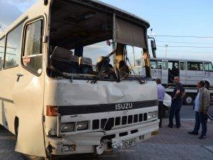 Kayseri'de 4 araç zincirleme kaza yaptı: 14 yaralı