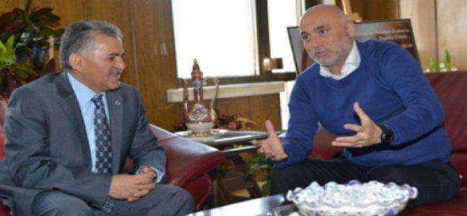 Kayseri Erciyesspor Teknik Direktörü Hikmet Karaman'dan Teşekkür Ziyareti