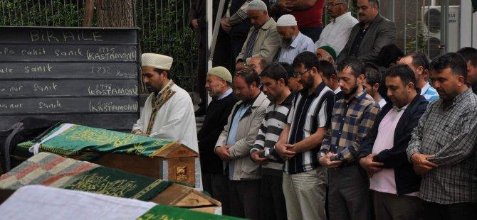 Yozgat Yolunda Kaza Yapan Aile Erkilet mezarlığında toprağa verildi