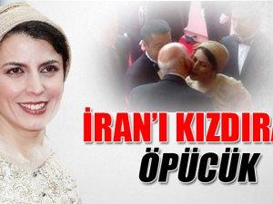 yanağından öperken çekilen fotoğrafı, İran'da büyük tepki çekti