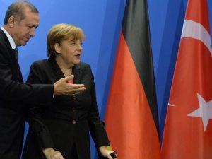 Almanya'da gündem Erdoğan: Merkel'den mesaj var
