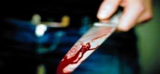 Karısını Sırtından Bıçakladı